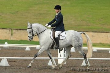 Vanessa Midwinter rode Karadam Desire to third place in the Ride In Style Pony 3.3.