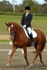 Jocelyn Hutton from Qld rode Weltmeyer gelding Wallstrasse in the Horze Australia Medium 4.4.