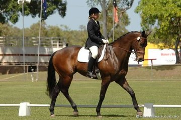 Lisa Mutimer rode her good looking El Gems Tody Lerone to equal third place in the Assoc. Novice 2.4.