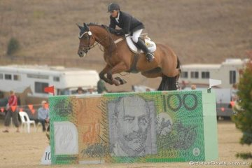 Peter Carcary from Far North Queensland gives the hundred dollar bill some air, (it is legal tender after all) during the third and final Silver Series qualifier.