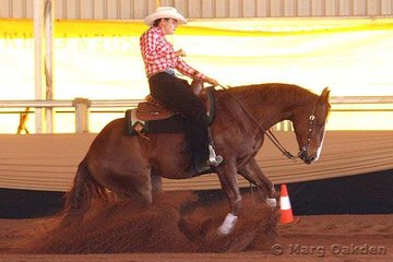 Chics Navajo & Jolene King settle into the ground during their run in the first go-round of the Non-Pro Derby.
