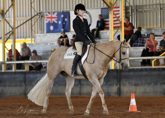 Alyssa dinnage riding ssq gold medal seeker in the youth 7 11 years hunt seat equitation