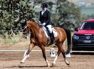 Marian hutchings riding bianko was 5th on elementary 3b and 4th  elementary 3c