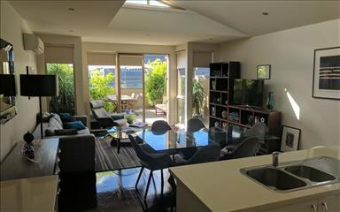 Share house Armadale, Melbourne $275pw, Shared 2 bedroom apartment