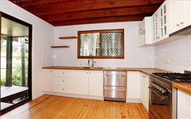 Share house Bardon, Brisbane $210pw, Shared 3 bedroom house