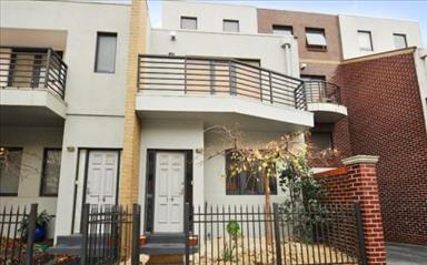 Share house Abbotsford, Melbourne $225pw, Shared 3 bedroom townhouse