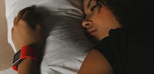 Restless Sleep Isn't Always Bad (But Here's When It's a Problem)