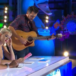 Luke Bryan tunes American Idol contestants guitar
