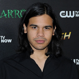 The Inside Scoop Of The Flash Season 5: Carlos Valdes (Cisco Ramon)