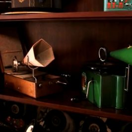 Storage Wars Canada – Old Gramophone