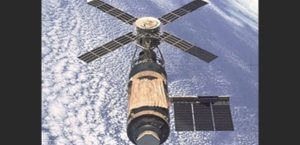 Skylab crashes into Australia