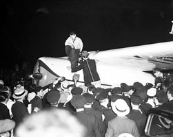 Wiley Post flies solo around the world