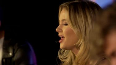 ZARA LARSSON: DON'T LET ME BE YOURS (LIVE)