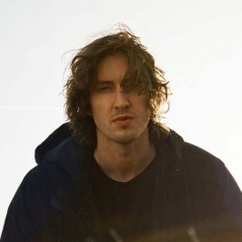 Dean Lewis Becomes The Second Aus Act To Top The Singles Chart This Year
