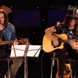 MAX Sessions: Slash & Myles Kennedy Perform 'Sweet Child O' Mine'