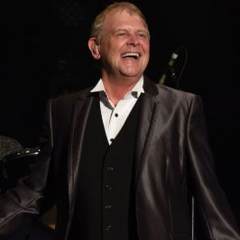 John Farnham Is Trending On Twitter Right Now Thanks To Scott Morrison