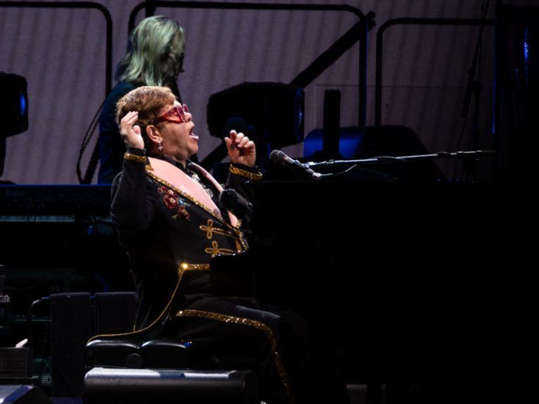 Elton John Calls Out Security At Perth Show: 'What A Piece Of Shit'