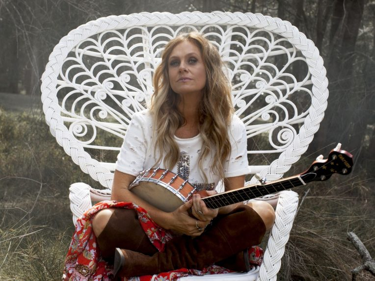 Kasey Chambers To Celebrate 20th Anniversary Of Debut Album With Aussie Tour