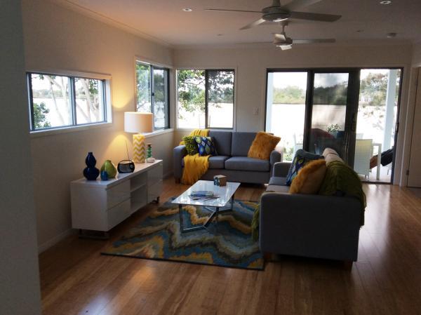 Lounge Setting 3