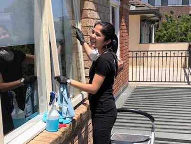 Hire Experts for IMPECCABLE Window Cleaning Service for SHEEN Surface!