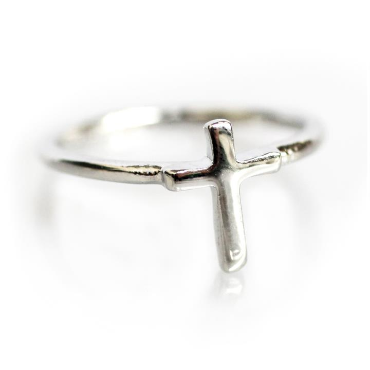 Catwalk Exclusive Cross Ring in Silver