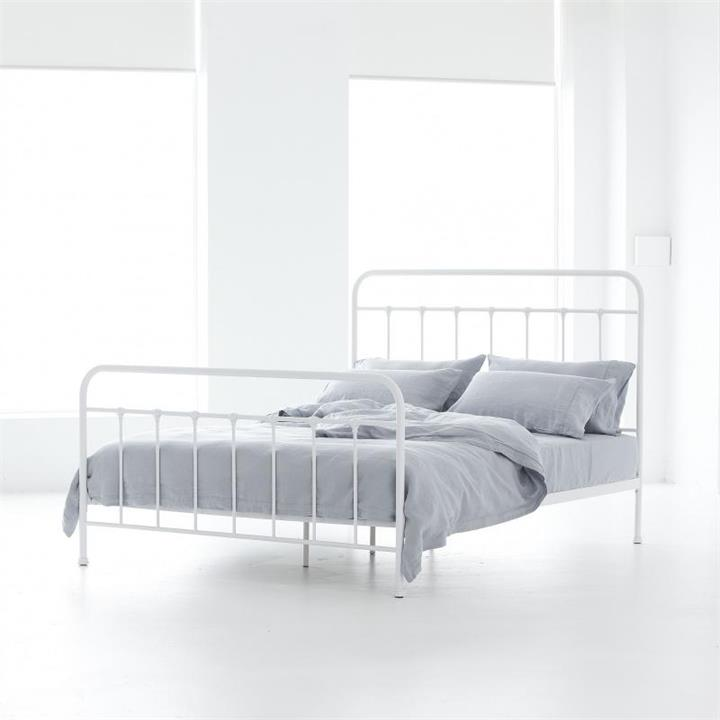 Alexander Iron Queen Bed | Black or White