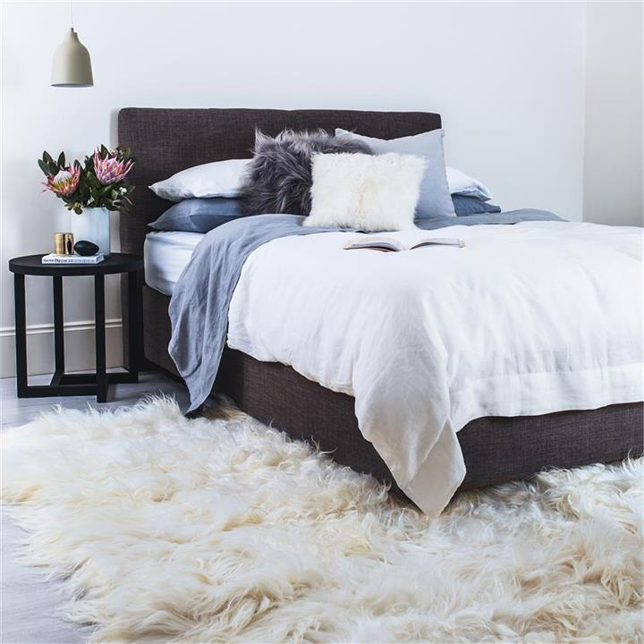 Icelandic Sheepskin Area Rug | White