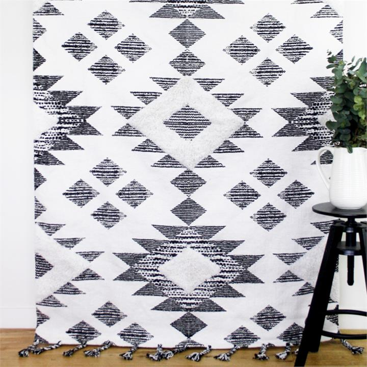 Traditional Rug | Black & White