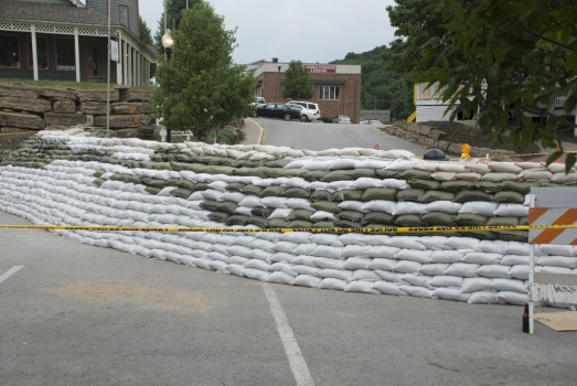 City of Parkville sandbagging efforts June 2011