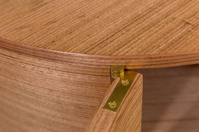 'Leaf boy' credenza by Steven Giannuzzi  - Credenza, Curved Veneering, Curves