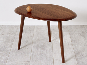 Egg table by Andrew Pinnock - Table