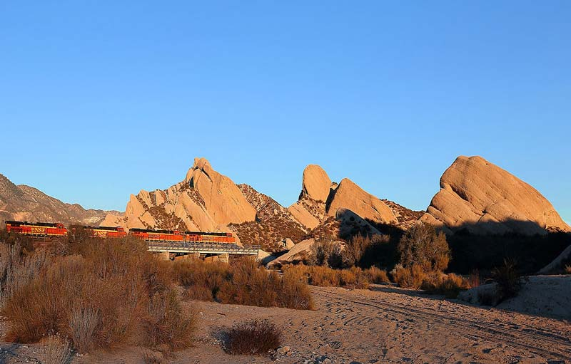 Take your RV to Mormon Rocks