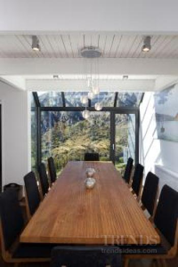 Renovation of mountain holiday home refreshes exterior look and expands living space