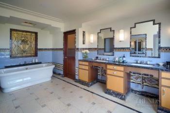 Art Deco Hollywood bathroom by architect Linda Brettler