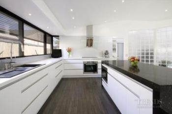 Black And White Contemporary Kitchen With Quartz Benchtops White Glass Splashback