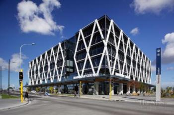 Tertiary campus and transport interchange – vast atrium features student hubs and learning spaces.