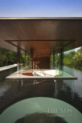 Water-cooled pavilion-style house uses cooling breezes created by rooftop pool