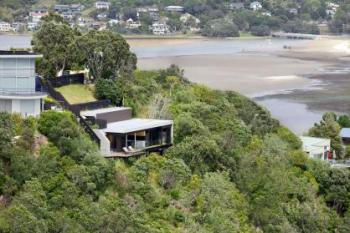 Contemporary holiday home on clifftop with expansive views