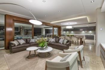 Upmarket apartment with indoor-outdoor flow to large terrace
