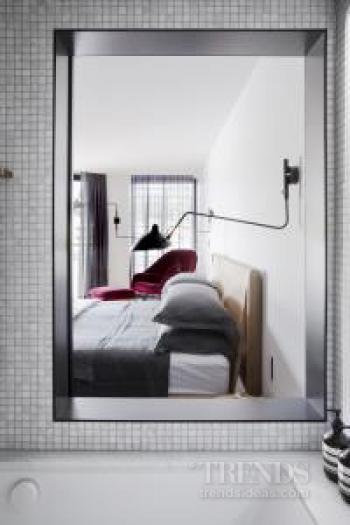 Master suite in renovated apartment makes better connection to its harbour setting