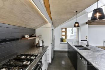 Careful space planning optimises the function of this kitchen in a small area