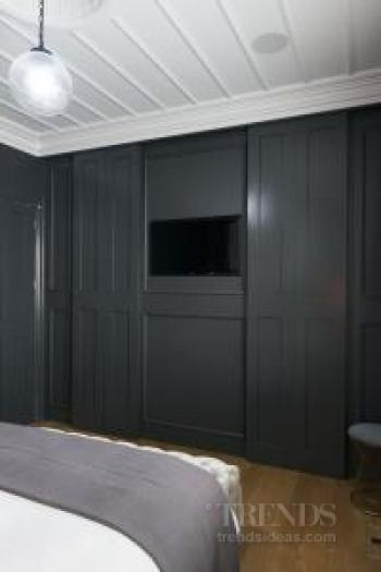 Master suite combines traditional and contemporary features to winning effect