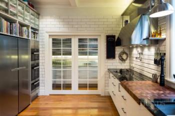 New York deli meets light industrial in this entertainer's kitchen