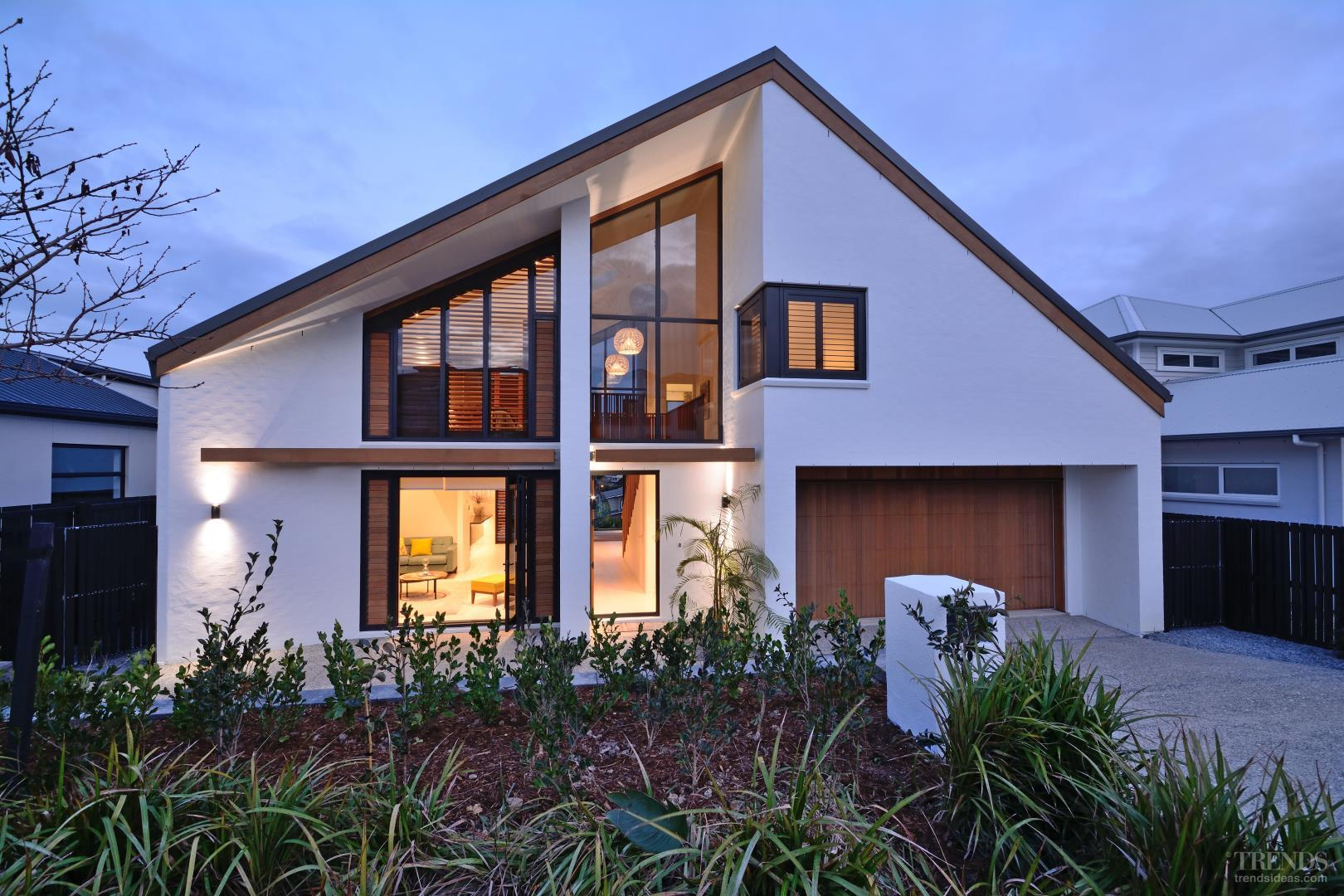Contemporary Beachside Show Home With Bagged Brick
