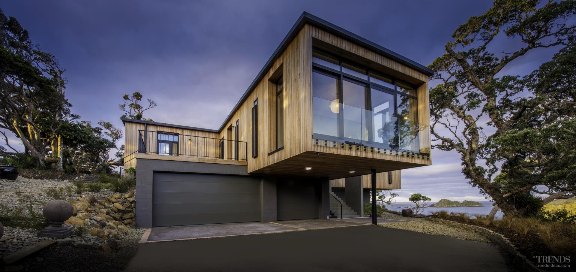 Modern cantilevered home makes the most of coastal site for Coastal home designs nz