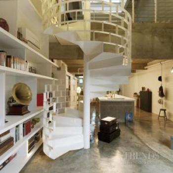 What lies beneath – Loft-like apartment by Torrance Goh