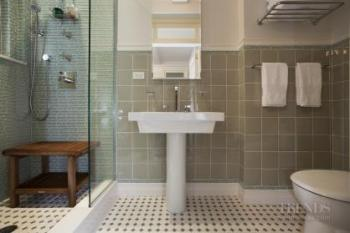 Stretching out – bathrooms by Alan Berman