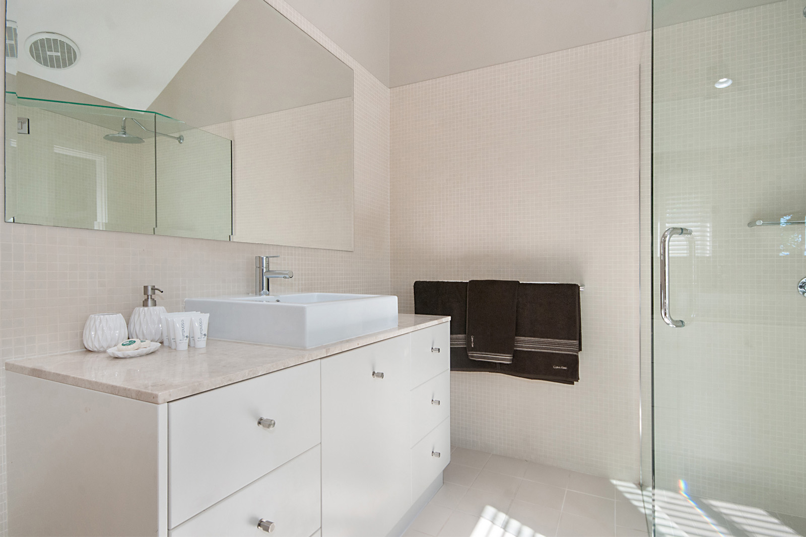 Cherie-Barber_Renovating-For-Profit_GET-THE-LOOK-Cherie-Barbers-Byron-Bay-Holiday-Home_Bathroom-After