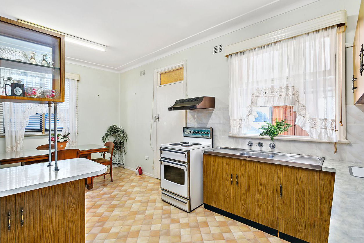 Cherie-Barber_Renovating-For-Profit_Ann-Kitchen-Before