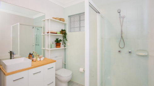 04-Cherie-Barber_Renovating-For-Profit_Bathroom-Makeover_After_0100-00285